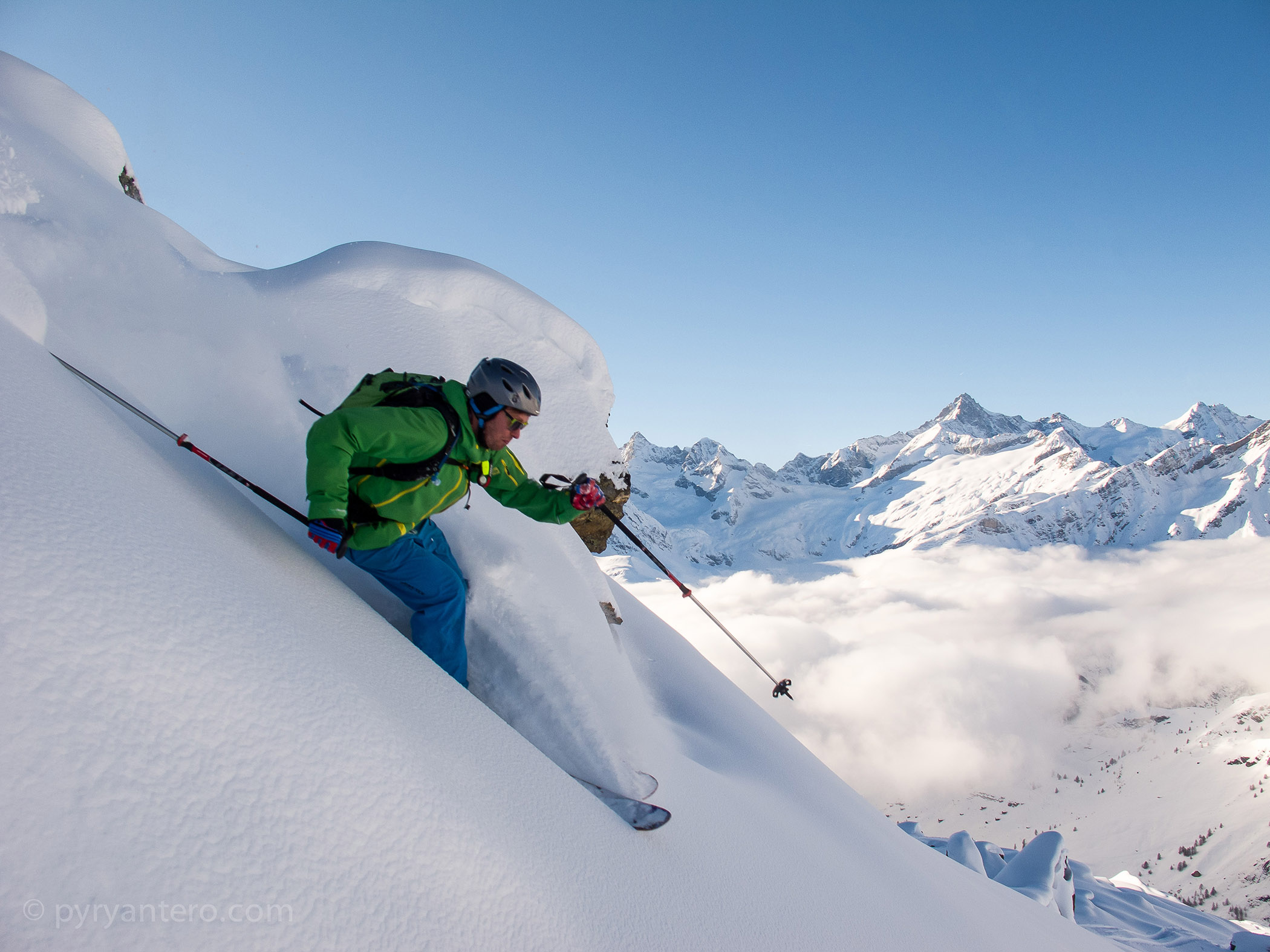 Skiing in powder in the French Alps, © Pyry Antero Photography, Pyry Pietiläinen